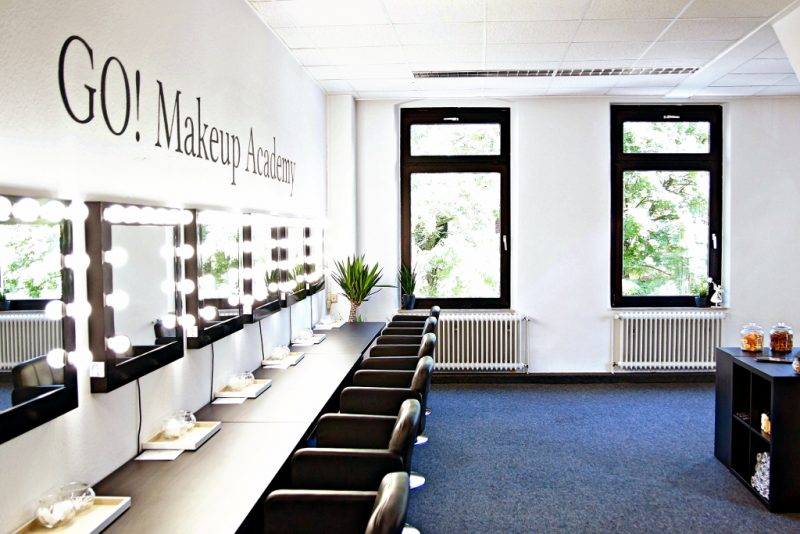 <span style='font-size: large;'>Eröffnung</span><br />Die GO! Makeup Academy