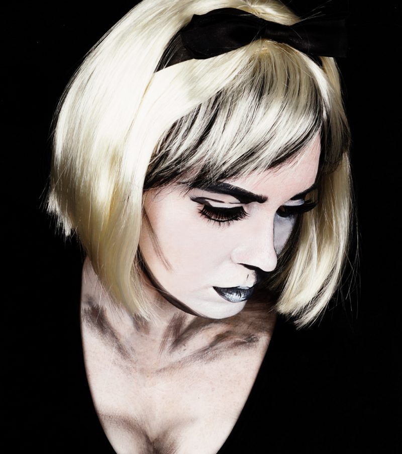 Bacl & White Halloween Make up