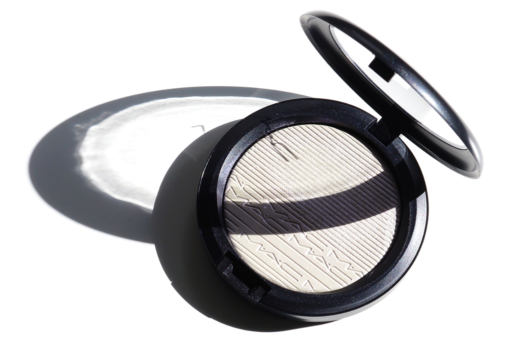 "<span style=""font-size: large;"">In The Spotlight</span> <br>MAC Extra Dimension Highlighter Soft Frost"
