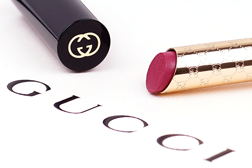 "<span style=""font-size: large;"">Gucci goes matte</span> <br>Sensuous Deep-Matte Lipstick Heartbreaker"