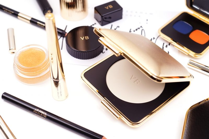 <span style='font-size: large;'>I Love VB Collection</span><br />Victoria Beckham x Estée Lauder