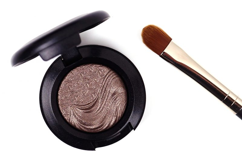 <span style='font-size: large;'>Eyes on MAC Duo </span><br />Extra Dimension Eyeshadow Silver Dawn & 248 Brush