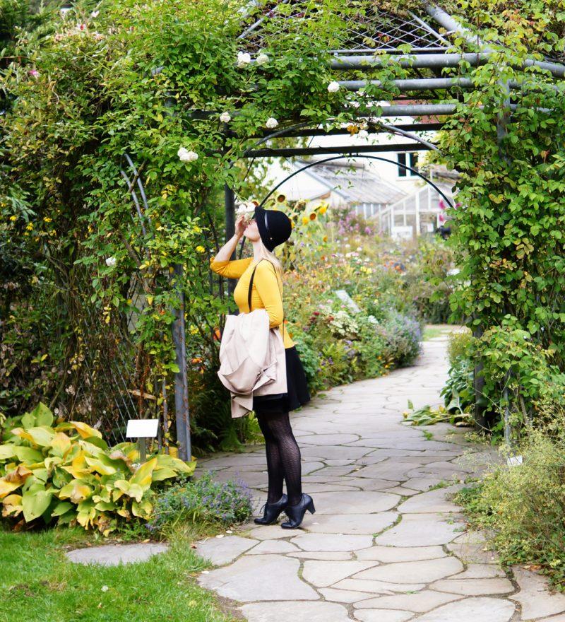 Herbstlook: Gelb trifft Schwarz