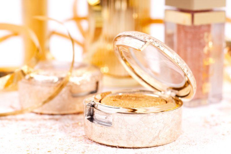 <span style='font-size: large;'>Alles Gold, was glänzt </span><br />Zwei goldene Make ups für die Feiertage