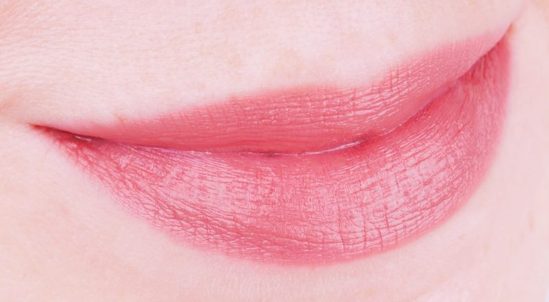 MAC Love Me Lipstick Hey Frenchie!, Laissez-Faire und Under The Covers