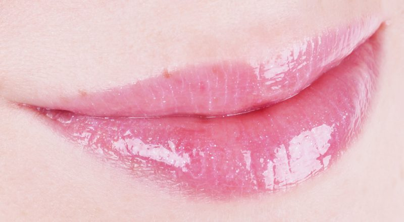 Clarins Lippenpflege-Öl Eclat Minute Huile Confort Lèvres x The Kooples