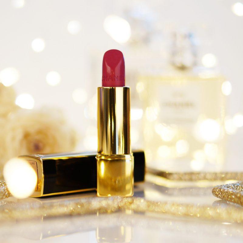 <span style='font-size: large;'>Les Ornements de Chanel </span><br />Rouge Allure 807 Rouge Délicieux
