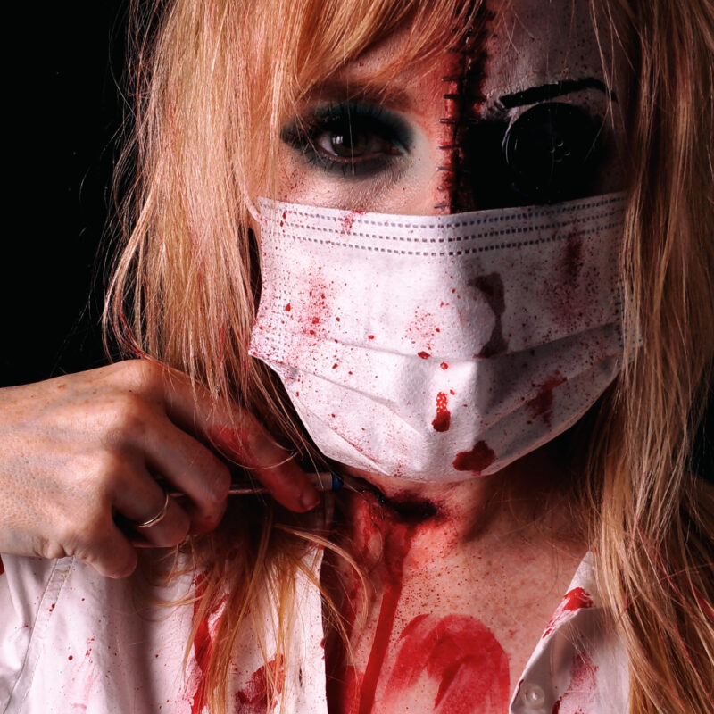 Halloween-Look Make up 2020 mit Corona Mundschutz - Bloody Nurse