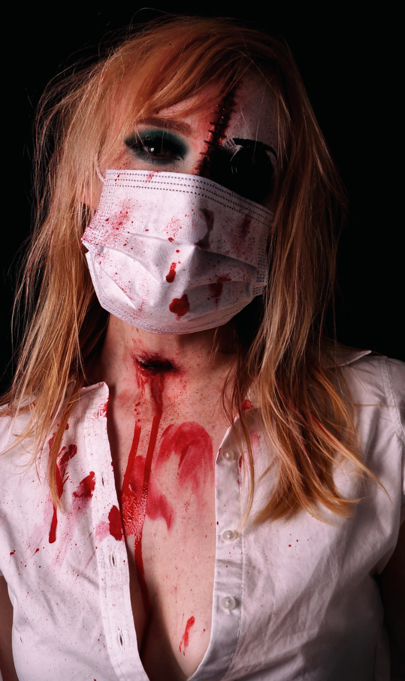 Halloween-Look Make up 2020 mit Corona Mundschutz - Bloody Nurse